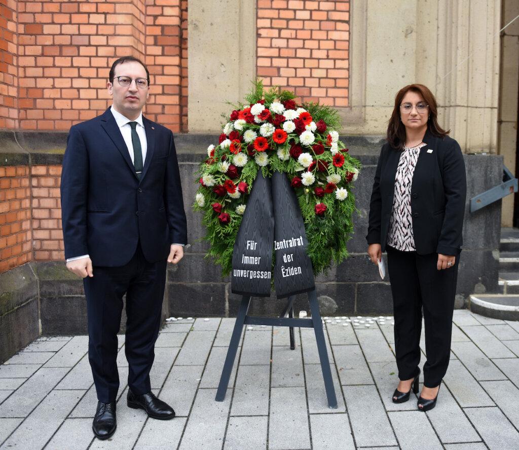 Zemfira Dlovani, der Vorsizenden des Zentralrat der Êzîden in Deutschland & Ohanes Altunkaya, Vizepräsident der AGBU Germany e.V.